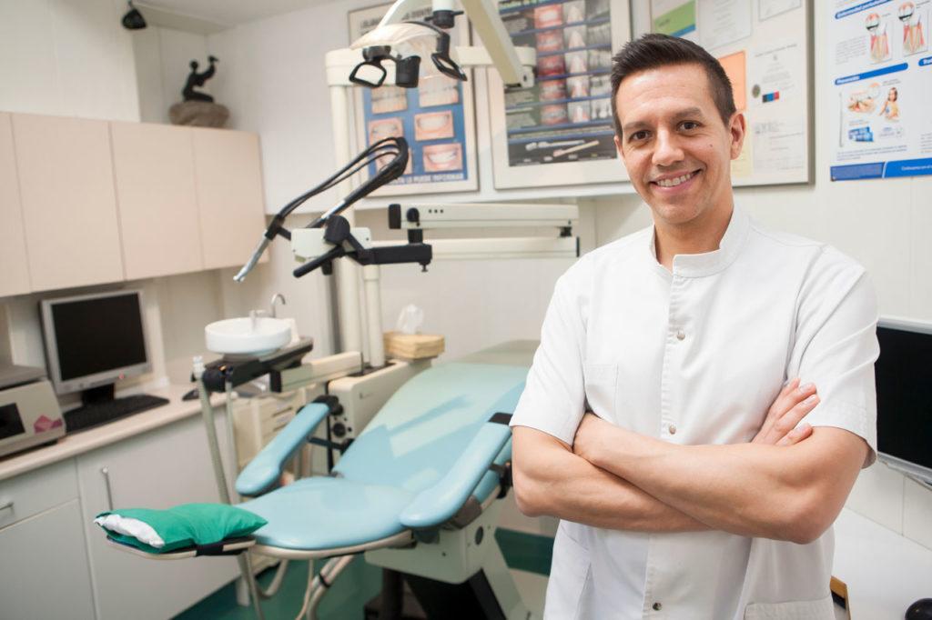 Dr.-Pablo-La-Neuville-Clinica-Dental-Murtra